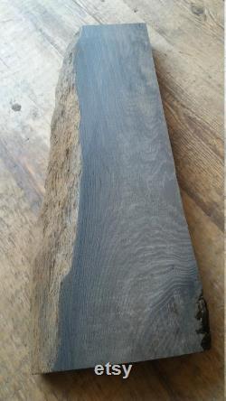 21 Pouces Live Edge Bog Oak Board Taille 21'' x 8'' x 1.5'' (530mm 200mm x 37mm) Planche de chêne noir avec n ud et fissures