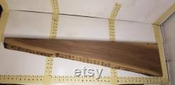 43x9.25-2.75x1 Dalle de bord en noyer foncé. Belle cône à cette planche qui est séchée au four et plané en surface.