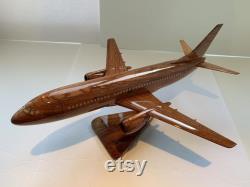 Boeing. B-737-300. Modèle d acajou fabriqué à la main