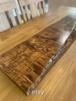 Étagère en bois live edge et comptoirs