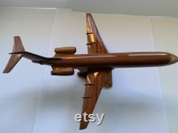 Fokker 100. Modèle d acajou fabriqué à la main