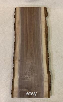 Live Edge Black Walnut Slab 1 1 8 d épaisseur par 9 1 8 à 10 1 2 de large et 28 1 2 de longueur