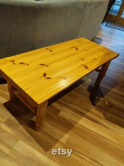 Table basse rustique en bois de pin